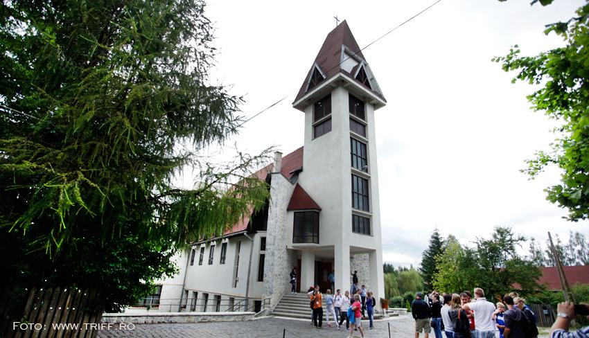 biserica-catolica-01