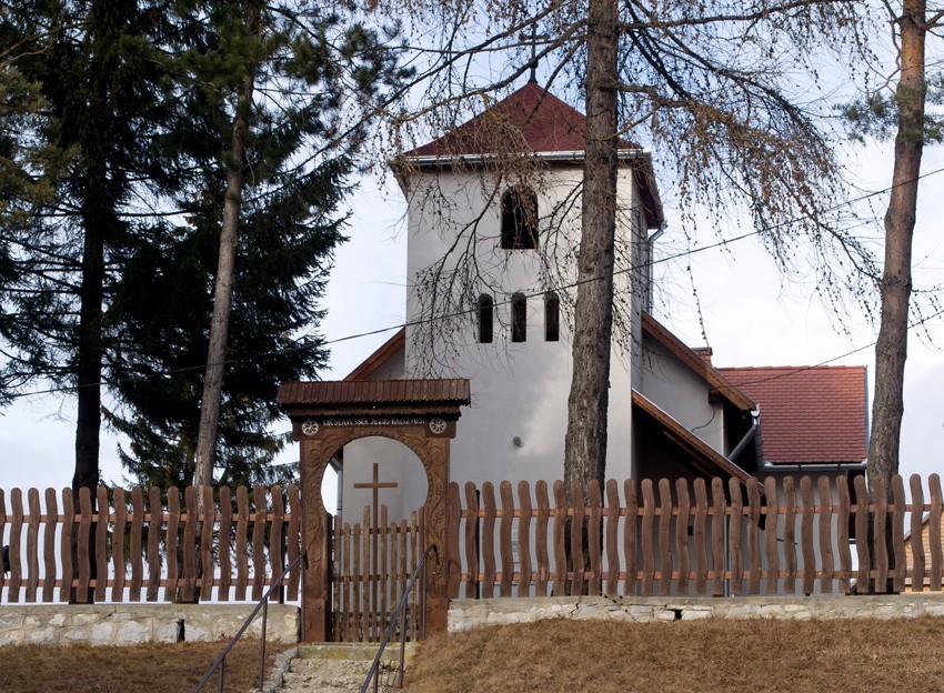biserica-catolica-boteni